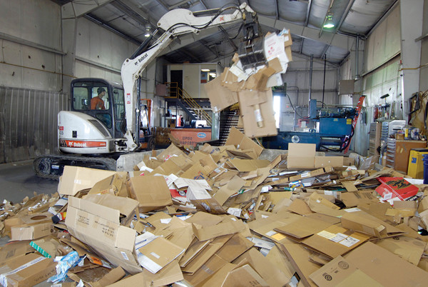 Plastic Moving Box Rental vs. Cardboard Boxes